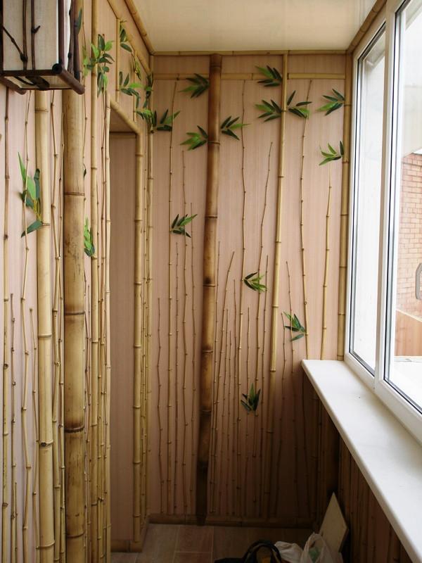 Отделка балкона бамбуковым полотном, гибким камнем