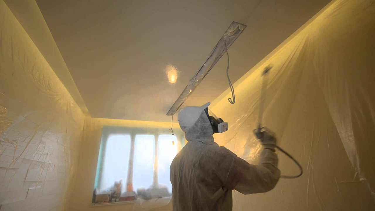Безвоздушная покраска потолка компрессором