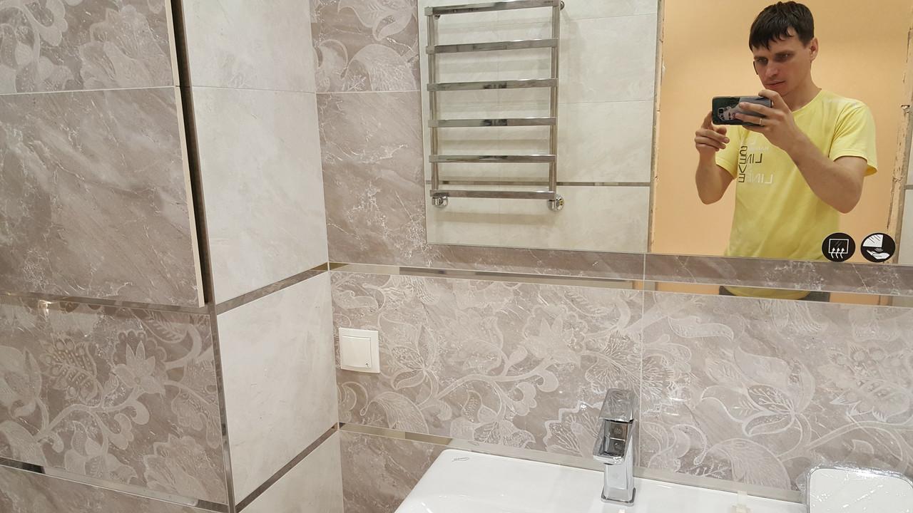 Облицовка плиткой санузлов, полов в прихожей и рабочей зоны на кухне